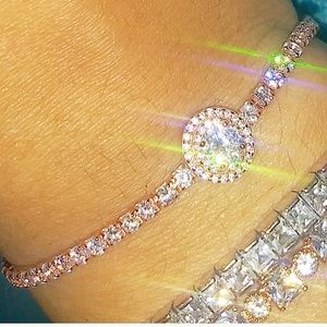 Divine rose gold round cut diamond bracelet